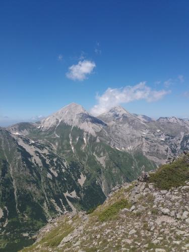 Pogled na vrhove Vihren i Kutelo sa staze ka vrhu Todorka