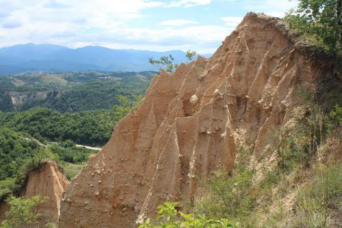 Peščane piramide u neposrednoj blizini grada Melnika