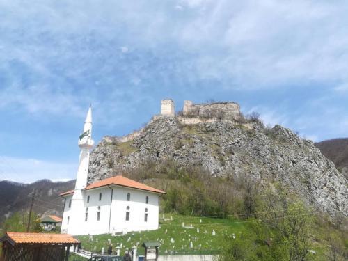 Hisardžik džamija i Mileševac